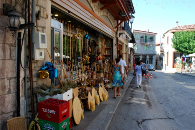 Shopping_in_Arachova