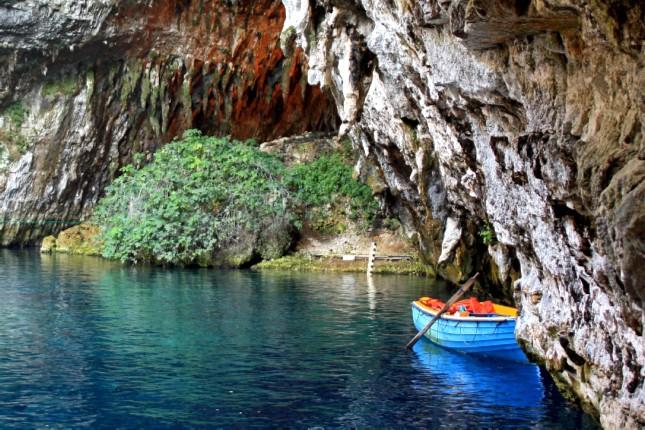 Melissani_cave_tours