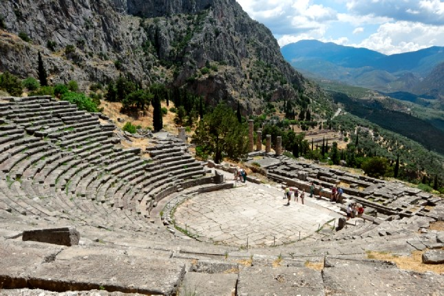 Ancient_theatre_of_Delphi