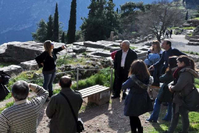 Delphi_tourist_guide