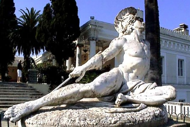 Achilles_statue_Achilleion