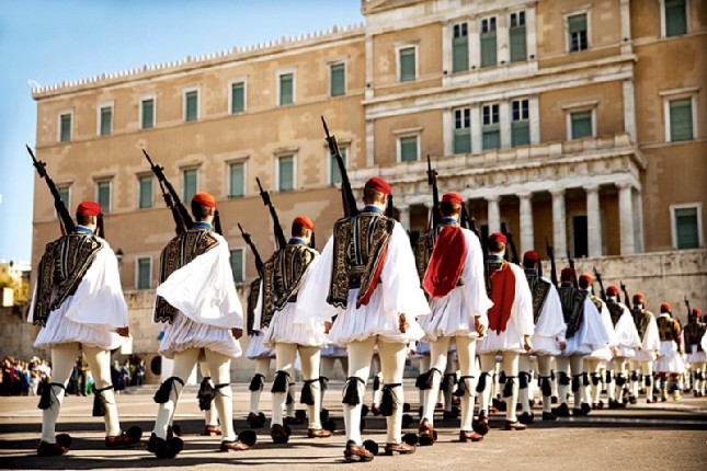 changing_guards_athens