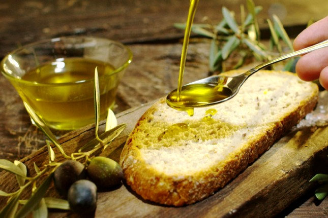 Olive oil and homemade bread