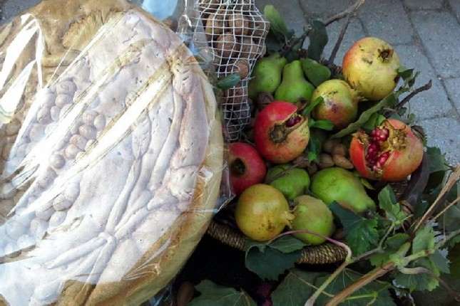 Olympia bread and fruit