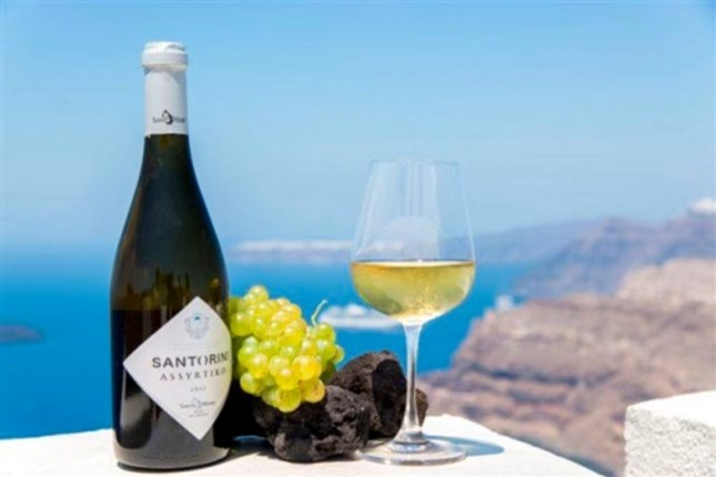 A Guide To The Exhilarating Wine Tasting Of Santorini
