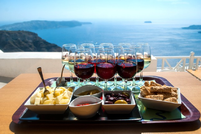 wine_tasting_in_Santorini