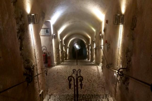 Wine_cellars_in _santorini
