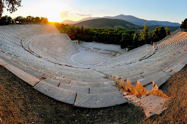 Peloponnese City Hopping - Mycenae - Nafplio - Epidauros with a stop at the Corinth Canal 2