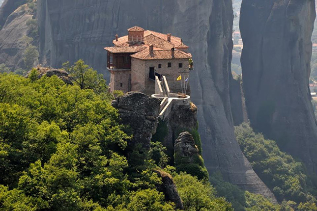 Meteora – Columns in the Sky with a visit to the monasteries & Kalampaka town 5