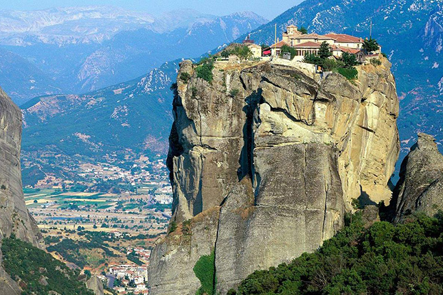 Meteora – Columns in the Sky with a visit to the monasteries & Kalampaka town 9