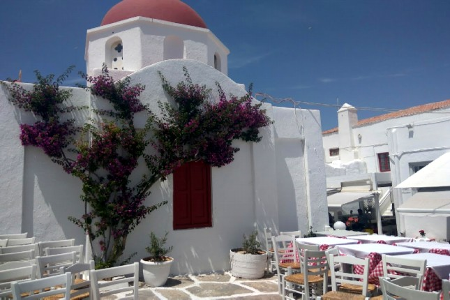 discover Mykonos Town